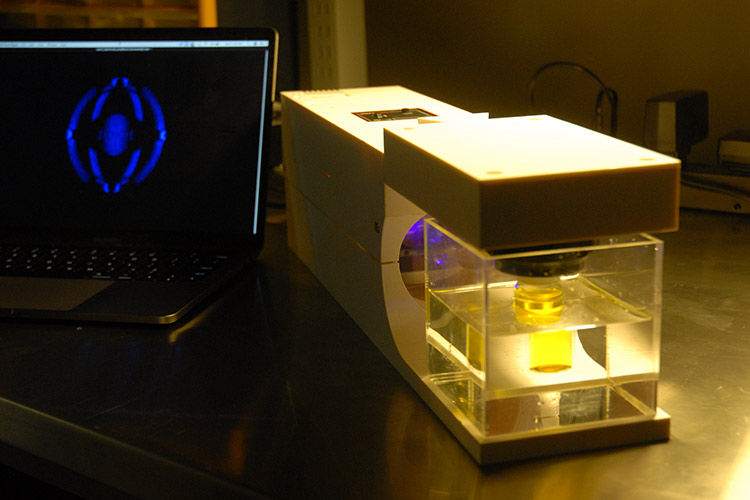 Replicator: Berkeley Prints Liquid Resin Using Light Rays